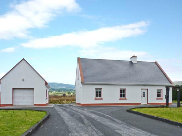 RIVERSIDE COTTAGE, multi-fuel stove and open fire, off road parking and garden, near Ennis, Ref 23641 - Image 1 - Ennis - rentals