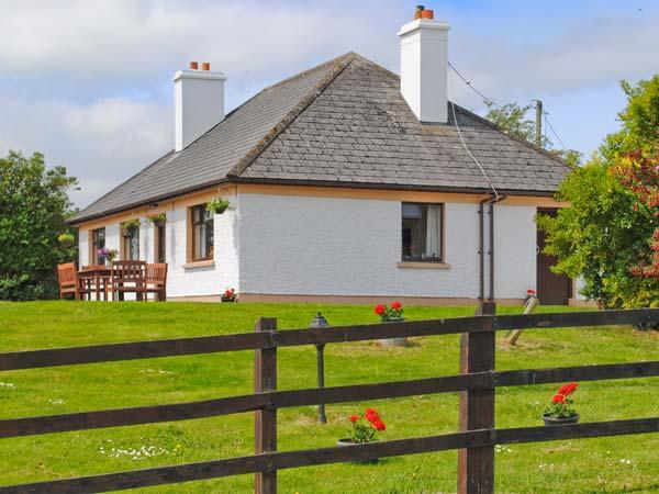 KILLORGLIN COTTAGE, great family house, open fire, mountain views, in Killorglin, Ref 23760 - Image 1 - Killorglin - rentals