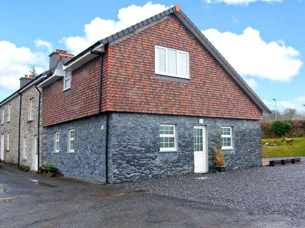 LOCK AND KEY COTTAGE, Juliet balcony, off road parking, garden, in Lampeter, Ref 23878 - Image 1 - Lampeter - rentals