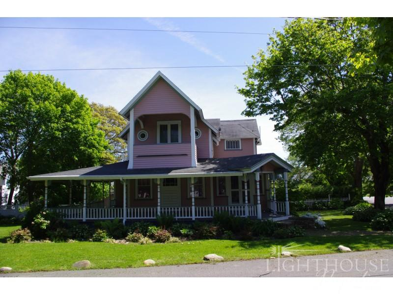 28 Pequot Avenue - Image 1 - Oak Bluffs - rentals
