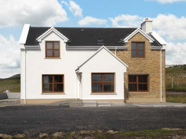 FISHERMAN'S COTTAGE, family-friendly accommodation, en-suite bedrooms, open fire, sea and mountain views, near Keel on Achill Island, Ref 23936 - Image 1 - Kilkeel - rentals