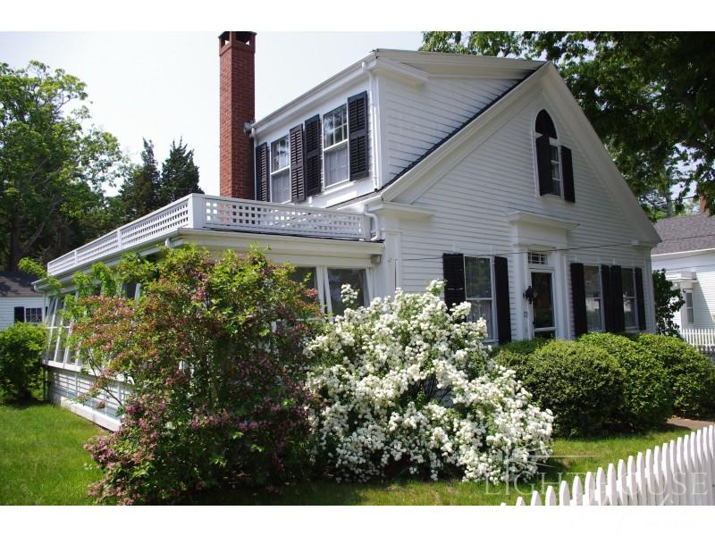 Classic Greek Revival home in Vineyard Haven, Martha's Vineyard - 70 William Street - Vineyard Haven - rentals