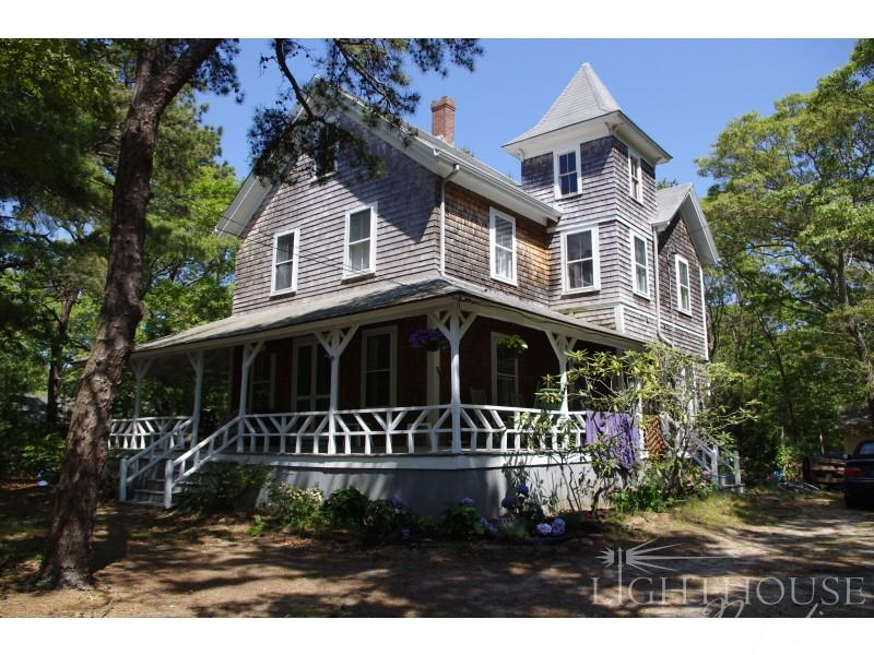 5-Bedroom home in the heart of East Chop on Martha's Vineyard - 97 Munroe Avenue - Oak Bluffs - rentals