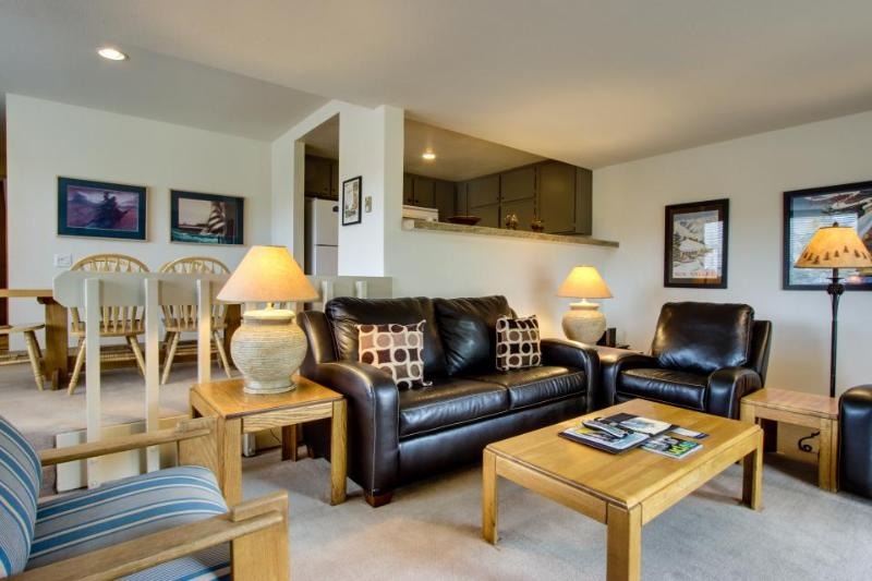 Ski in and out of this condo with pool and hot tub access - walk to lifts! - Image 1 - Sun Valley - rentals