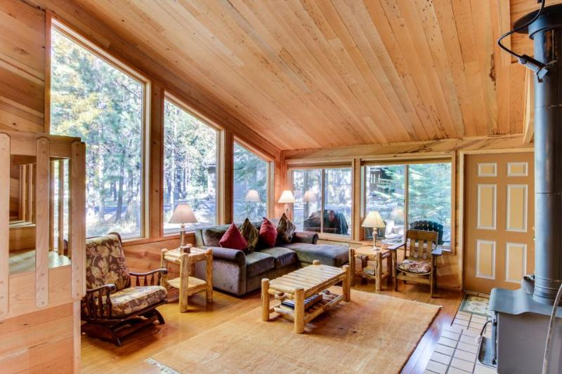 Gorgeous lodge w/ shared hot tub, pool & more - great location & dogs welcome - Image 1 - Black Butte Ranch - rentals