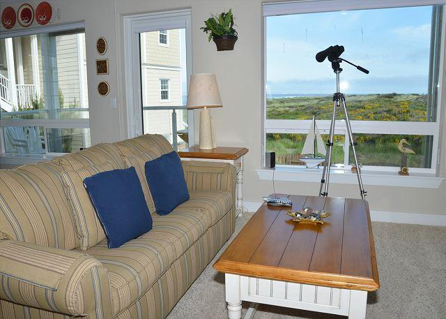 Living Room - Spacious Two Bedroom Pet Friendly Condo on the Beach - Westport - rentals