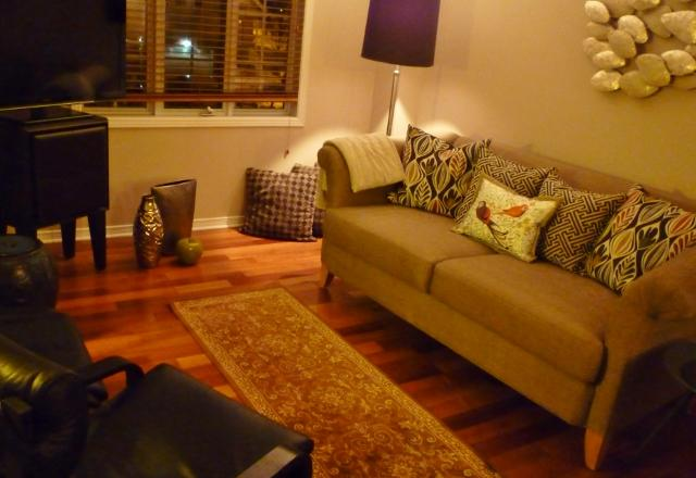 Living room with couch and two occasional chairs. - Manhattan - Ottawa - rentals