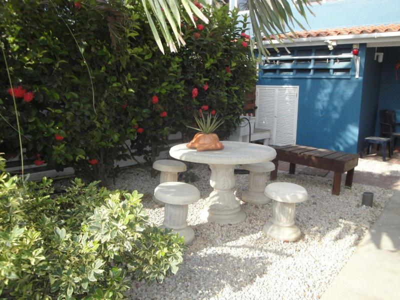 Front Yard and gear wash/dry area - Your place in Paradise! Beach, pool, & air cond. - Kralendijk - rentals