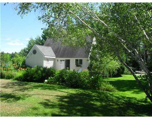 Front from street - Delightful 2 Bed Little Sebago Waterside Cottage - Windham - rentals