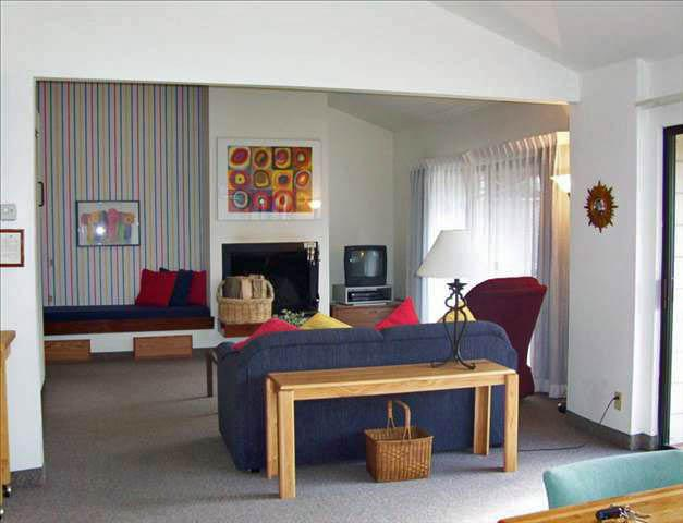 Huge Living Room w/ Fireplace & Sleeper Sofa - Lake Chelan Wapato Point Resort Ellowee J16 - Manson - rentals