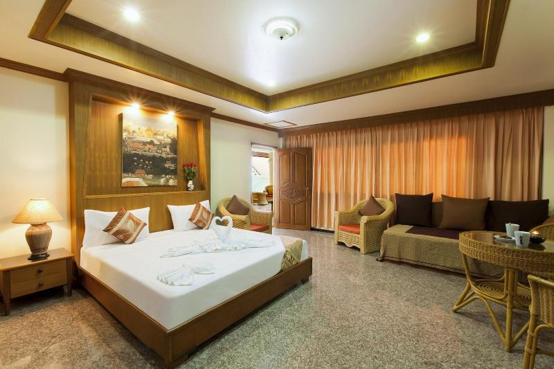 deluxe room for 3 or 4 guests - Deluxe Room for 3 or 4, Kitchenette, Shared Pool - Patong - rentals
