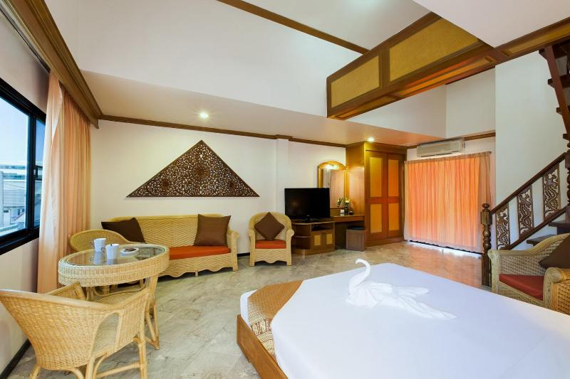 first floor, one king - Large Duplex 6 or 7 Guests-Kitchenette-Shared Pool - Patong - rentals