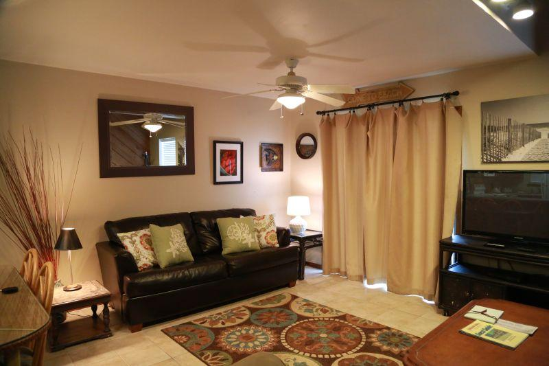 Spacious living room with balcony access to beach - 3bd/3.5ba gulf front Townhome @Ocean Reef! - Gulf Shores - rentals