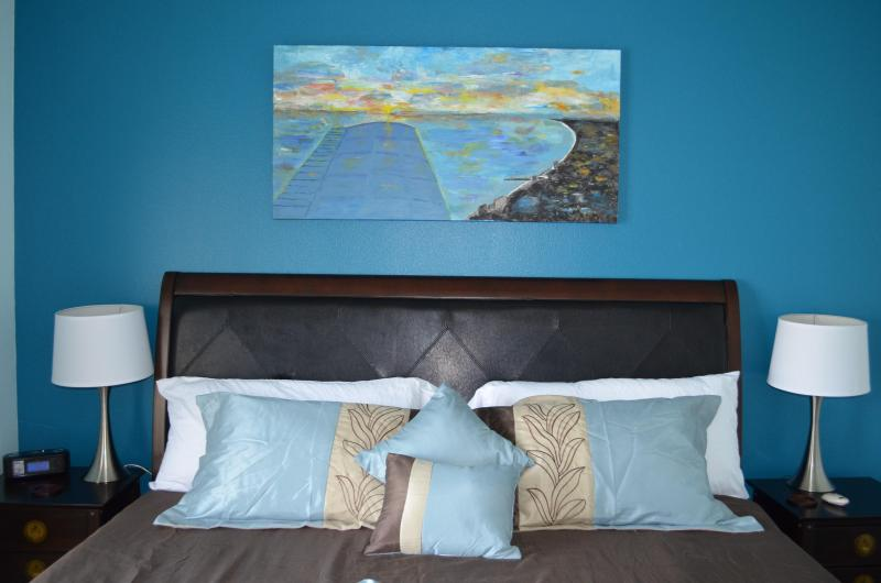 Master bedroom, memory foam king size bed - 1BR+Bunk BR Luxury condo on 14th Floor at Shores - Panama City Beach - rentals
