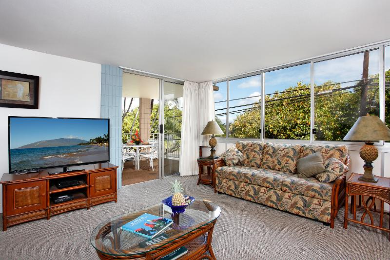 Living Room with door to Lanai beyond - Large 2 Bd/2 Bath condo steps from the beach - Kihei - rentals