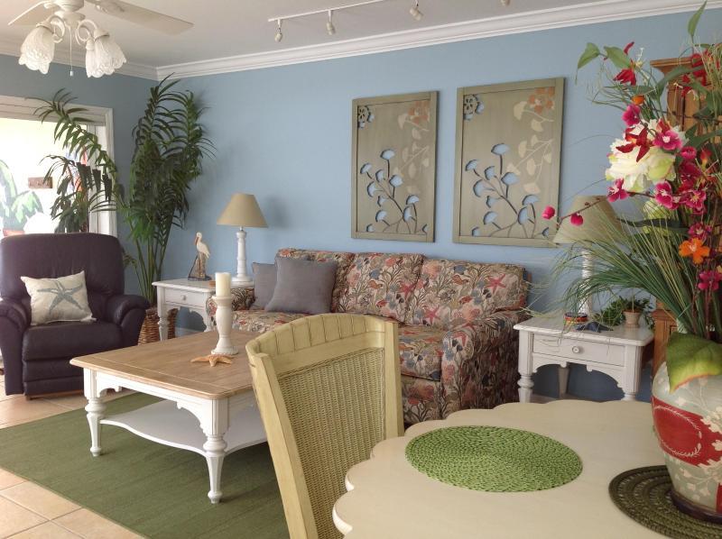 Dinette/Great Room - Beachfront*QuietNorthEnd*5Min.WalkToTimesSquare - Fort Myers Beach - rentals