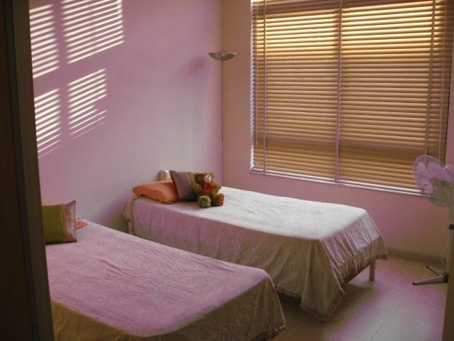 Bedroom with two single beds - Two bedroomed fully furnished apartment - Valletta - rentals