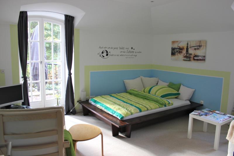 Dream Rooms in Villa with Breakfast&Balcony - Image 1 - Hamburg - rentals
