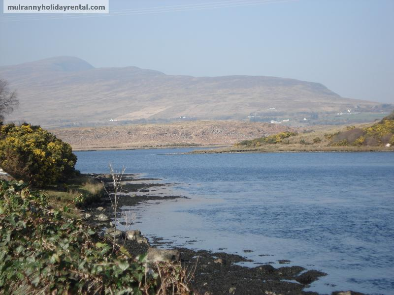 View on approach road to Mulranny - Sea view on Greenway trail, beach opposite, historical area, adj. gym and pool - Mulranny - rentals