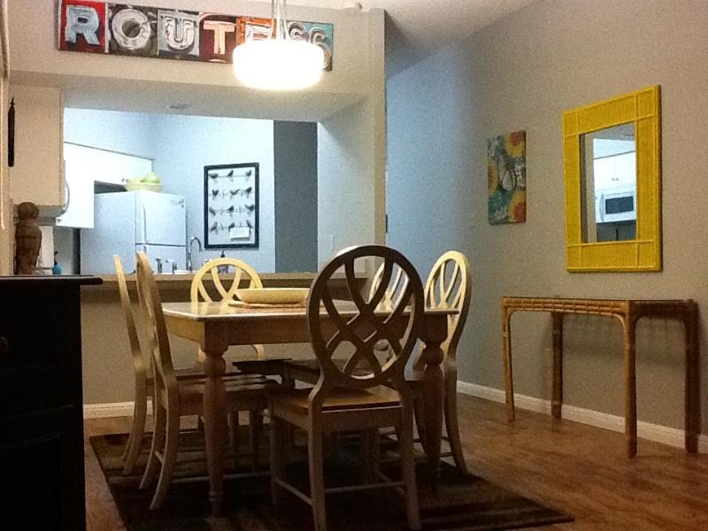large dining table - Comal river condo - New Braunfels - rentals