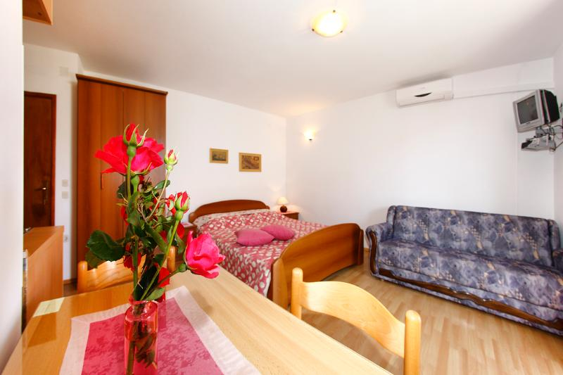 Family friendly apartment EMMA A3 ( 2+1) - Image 1 - Orebic - rentals