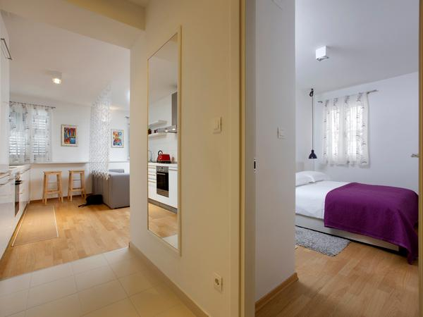Guest Bedroom with Queen Size Bed - Luxury 1 bedroom in Split City Centre - Split - rentals