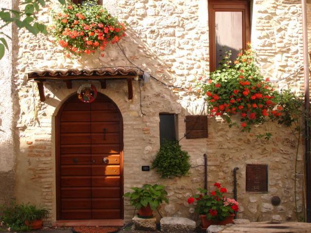 Sotto L'Arco casa vacanze - Image 1 - Barete - rentals