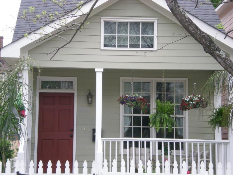 Welcome to Rose Cottage - much bigger than it looks! - Rose Cottage-Victorian District near Forsyth Park! - Savannah - rentals