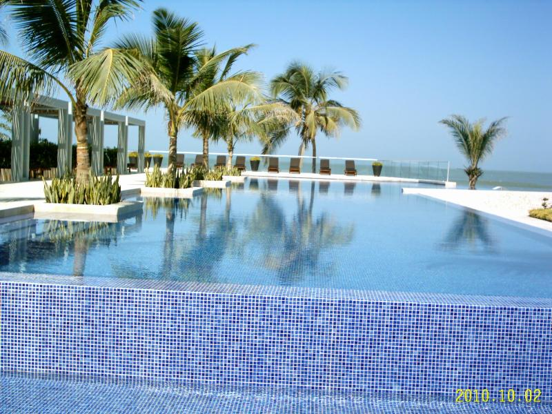 Oceanfront Condo Near Walled City In Cartagena - Image 1 - Cartagena - rentals