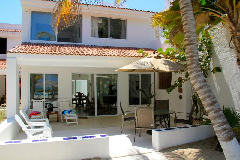 Villa Xanadu, beachfront in Uaymtiun w/pool - Image 1 - Progreso - rentals