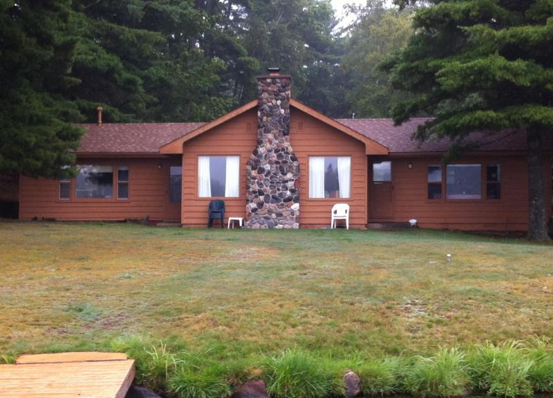 Pine Point Cozy Cove cottage is just 60 feet from Yellow Birch Lake! - Pine Point Cozy Cove-Yellow Birch Lake-Eagle River - Eagle River - rentals