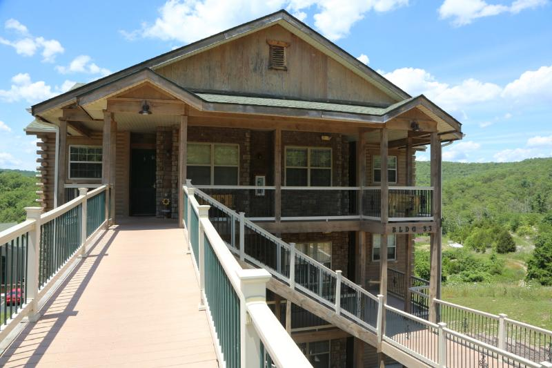 Top floor | Walk-in | Fireplace | Pool Near Silver Dollar City (3310606) - Image 1 - Branson - rentals