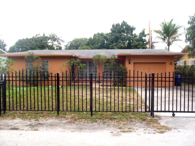 MAIN ENTRANCE - 5/2 house 3 Miles Ocean Sunny Isles Southbeach - North Miami Beach - rentals