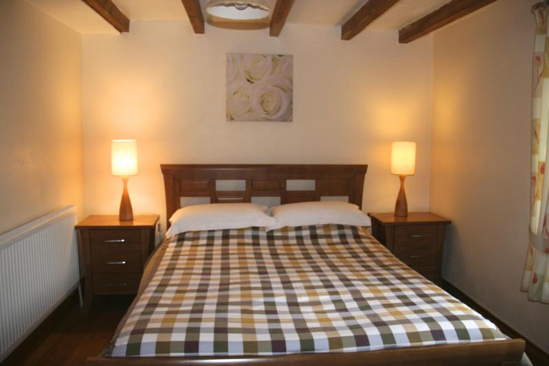 Master bedroom on ground floor - Wagon House, near Port Isaac, detached with garden - Cornwall - rentals