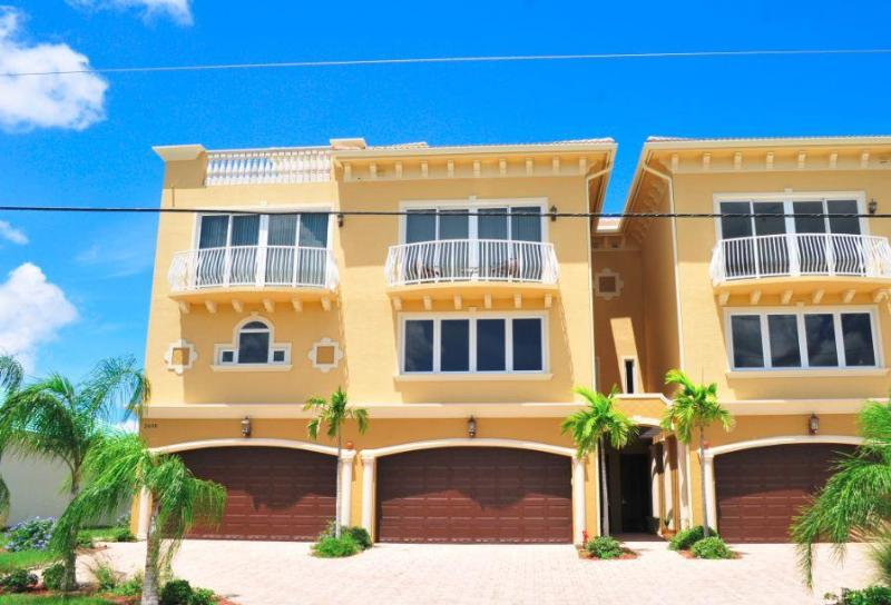 Waterfront Executive Condo w/Elevator & Boat Dock! - Image 1 - Punta Gorda - rentals