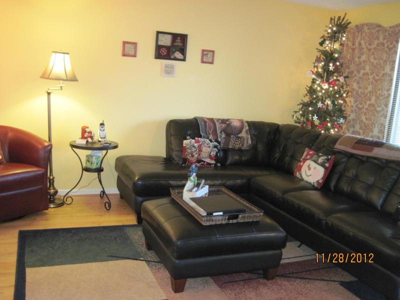 den with leather sectional - Simple Pleasures -N Ridge - Holidays Upon Us - Wintergreen - rentals
