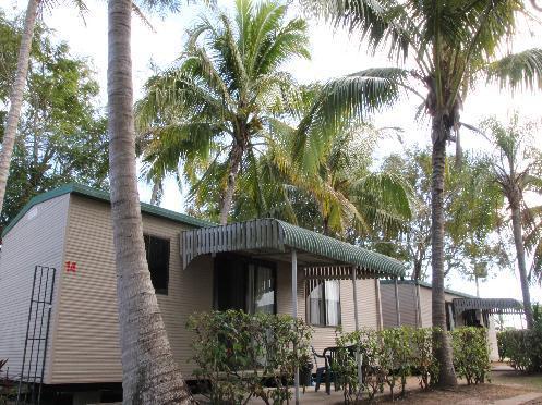 Ensuite Family Cabin - ALVA BEACH TOURIST PARK - En-Suite Family Cabin - Ayr - rentals