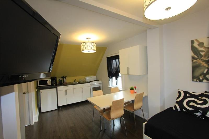 Open Concept Studio w/ Private Deck - The Great Gerrard - Mona Lisa Suite - Toronto - rentals