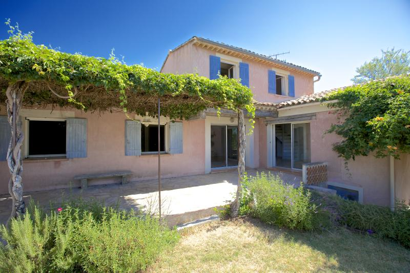 Pet-Friendly 4 Bedroom Luberon House with a Terrace and Fireplace - A Good Year in Provence - Image 1 - Gargas - rentals