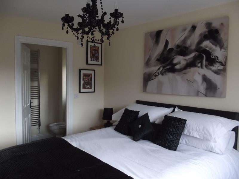 Master bedroom - Forest view - Gloucester - rentals