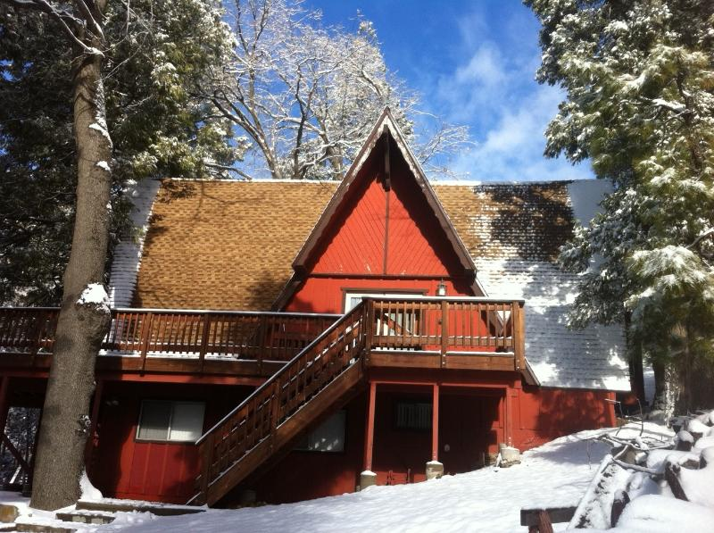 Main entrance in winter - True Cabin with a Golf Course View - with A/C - Lake Arrowhead - rentals