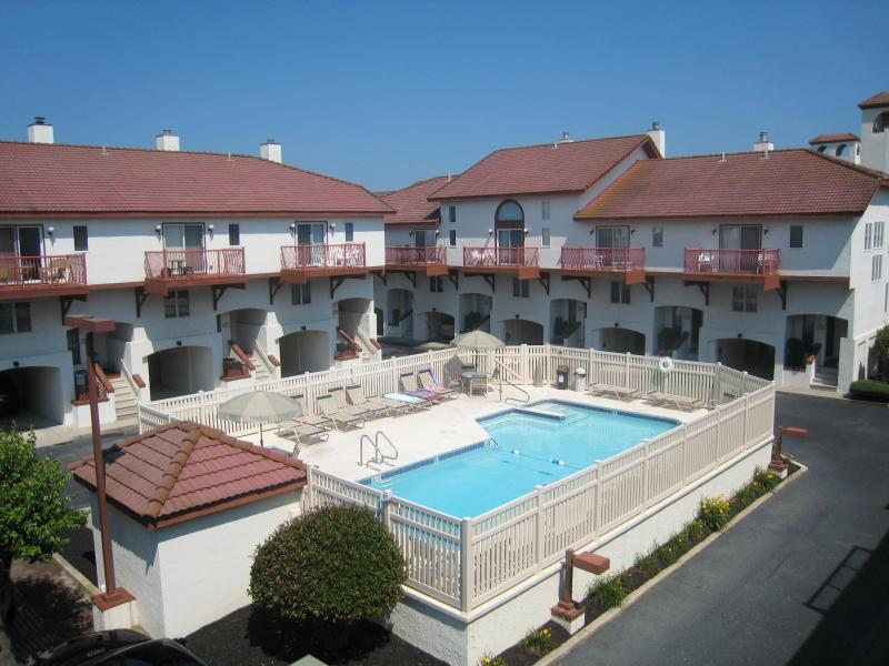 Pool Area - Luxury Townhouse - Next to Private Beach and Pool Sunday to Sunday Rental - Wildwood Crest - rentals