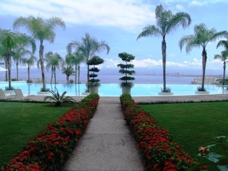 The mature and beautiful gardens of Paramount Bay - Paramount Bay in Puerto Vallarta - Puerto Vallarta - rentals