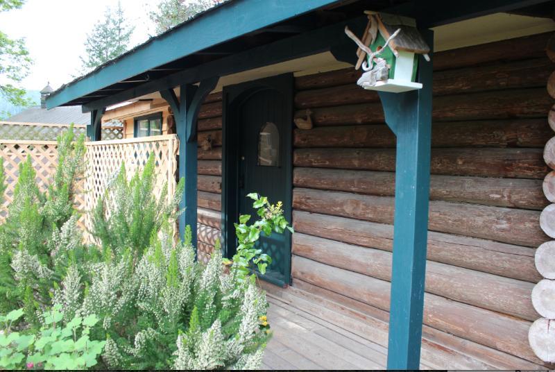 entrance - Gallery Cabin - Salt Spring Island - rentals