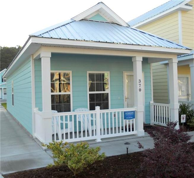 Charming 2 Bedroom Gulfstream Cottage, Short Walk to the Beach - Image 1 - Myrtle Beach - rentals