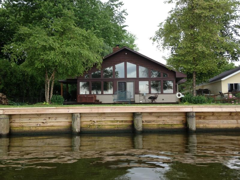 View from the water, all windows! - On the water near Appleton (short drive to Osh, GB - Menasha - rentals
