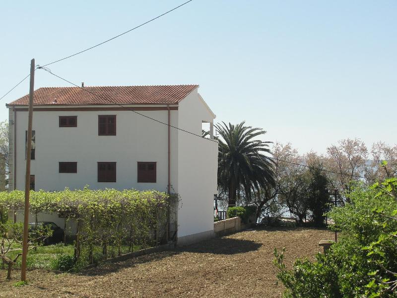 Apartment Ella by the sea - Image 1 - Podstrana - rentals