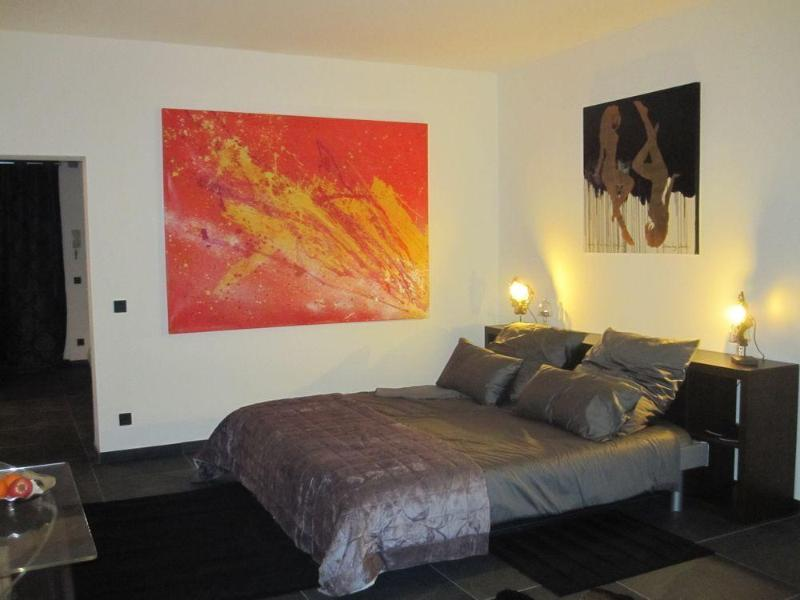 mainroom bedview night - Berlin Art Deluxe Shopping with Free Wifi in Berlin - Berlin - rentals