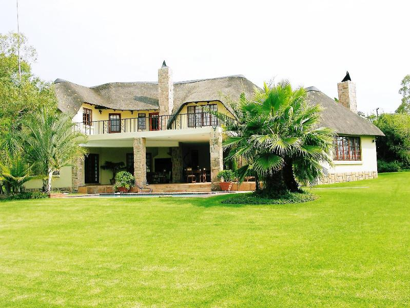 Thatch and Thorn Guesthouse - Thatch and Thorn - Gauteng - rentals