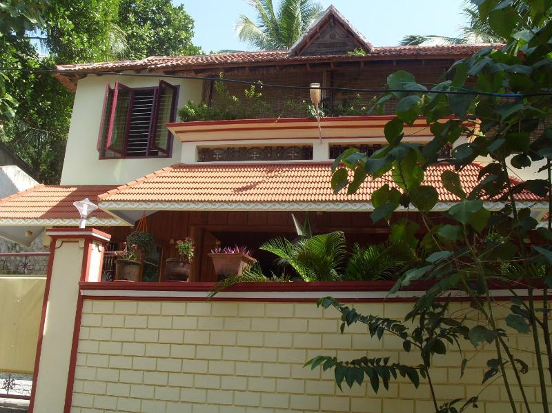 Exterior of Dinu Bhavan - Dinu Bhavan Apartment/Studios close to beach. - Kovalam - rentals